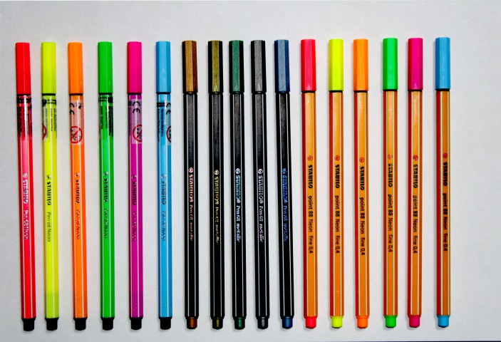 Stabilo Neon + Metalik Kalem Seti Kalem Kutu Hediyeli Set (6 Adet Neon Point 88+ 6 Adet Neon Pen 68 + 5 Adet Metalik)
